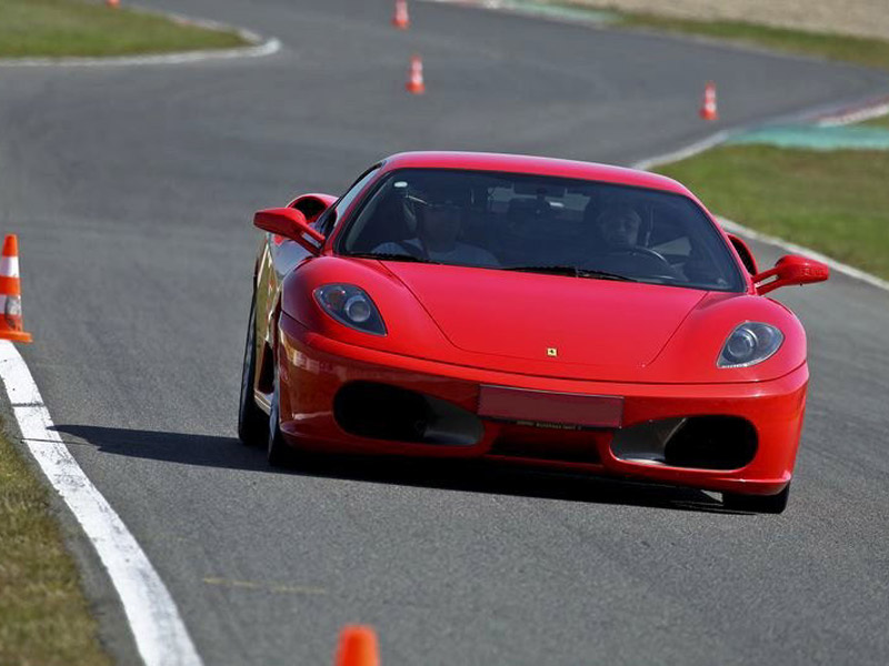 10-272-stage-pilotage-Ferrari-800