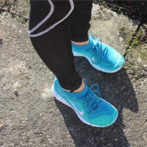 porter-des-chaussures-de-fitness